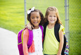 Two little kids going to school together — Stock Photo