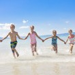 Kids on vacation at the Beach — Stockfoto