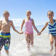 Kids splashing and playing in the ocean — Stock Photo