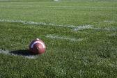 Calcio su un campo — Foto Stock