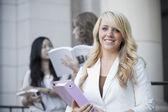 Kvinnliga högskolestudent — Stockfoto