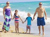 Family Vacation Fun at the Beach — Stock Photo