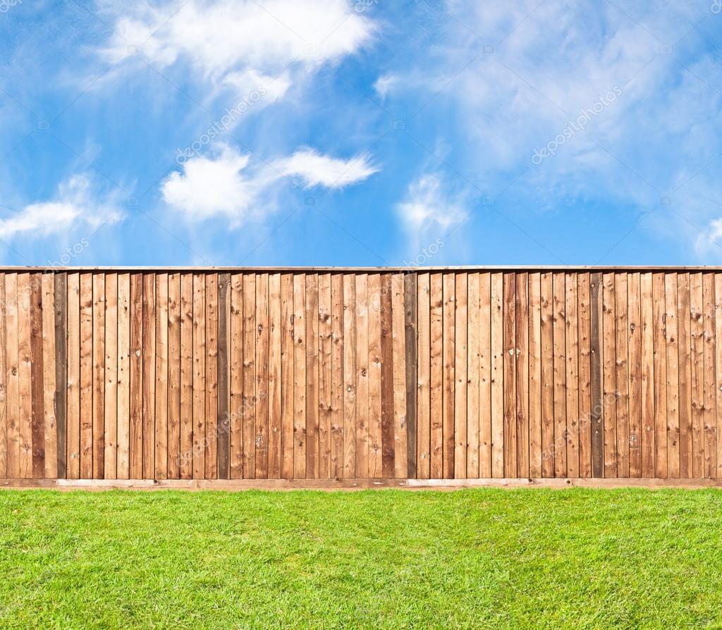 Baixar Cerca de madeira para a relva — Imagem de Stock #25395023 #1668B5 1024x894