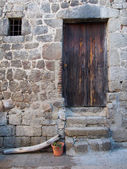 Mediterranean wood door and stone wall, Corsica, mountain v — Stock Photo
