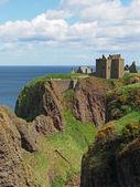 ダノター城、スコットランドの北の東の海岸線 — ストック写真