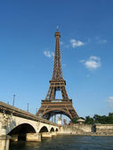 Eiffel tower and Iena bridge, Paris — Stock Photo
