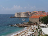 Dubrovnik, Croatia, august 2013, old city seen from Banje beach — Stok fotoğraf