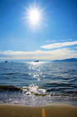 Pacific Northwest ocean beach near Vancouver English Bay with su — Stock Photo