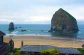 Canon Beach Oregon view of the central beach area with the main — Foto Stock