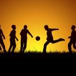 Beş çocuk top oynuyor — Stock Vector #18100137