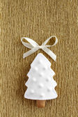 Ginger Christmas tree cookie on the gold background. — Stock Photo