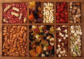 Sušené ovoce a ořechy — Stock fotografie
