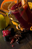 Grzane wino i owoce — Zdjęcie stockowe