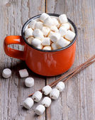 Horká čokoláda s marshmallows — Stock fotografie