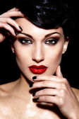 High fashion look.glamor closeup portrait of beautiful sexy brunette Caucasian young woman model with bright makeup, with red lips, with perfect clean skin — Stock Photo