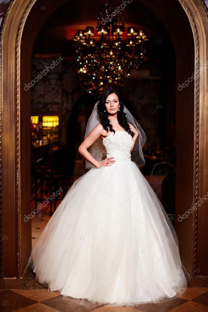 Свадебные платья брюнетки