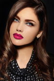 High fashion look.glamor closeup portrait of beautiful sexy stylish Caucasian young woman model with bright makeup, with pink natural lips,  with perfect clean skin — Foto de Stock
