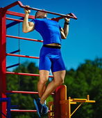 Handsome healthy happy srtong athlete male man exercising at the city park — Stock Photo