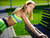 Exercise woman doing push ups in outdoor workout training sport fitness woman smiling cheerful and happy — Stock Photo
