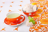Mint tea with gingerbreads — Stock Photo
