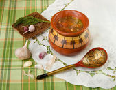 Vegetable soup in a ceramic pot (borscht) — Stock Photo