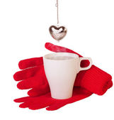 Red gloves and brewing tea — Stock Photo