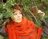 Fashion woman on sunny autumn background — Стоковое фото