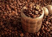 Badewanne mit kaffeebohnen — Stockfoto