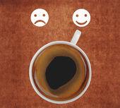 кубок кофе показаны улыбающееся лицо — Стоковое фото