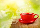 Xícara de chá ou café na mágico fundo ensolarado — Fotografia Stock