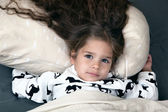 Little girl with delicious hair in bed — Foto Stock