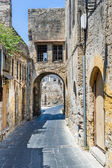 Arched narrow street in Rhodes old town — Stock Photo
