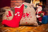 рождественские подарки и санта-клауса — Стоковое фото