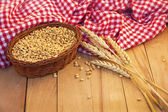 Basket of grain and wheat ear — ストック写真