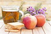 Zdrowe śniadanie z filiżanką herbaty — Zdjęcie stockowe