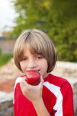 Child eating apple — Stock Photo