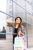 Beautiful young girl enjoys shopping — Stock Photo