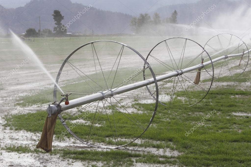 Sistema di irrigazione per l 39 agricoltura foto stock for Sistema irrigazione