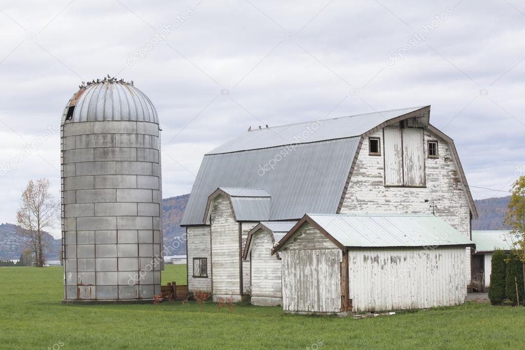 Old barn and silo — Stock Photo © modfos #14529891