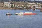 Barco remolcador y arena — Foto de Stock