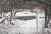 Ice Unsafe Sign — Stock Photo