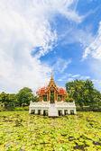Templo tailandês na água — Foto Stock