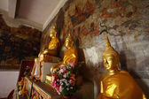 Golden Buddhas. — Photo