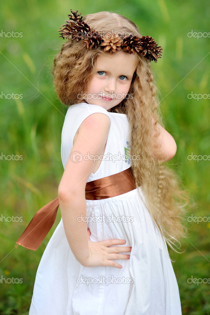 Portrait of little girl outdoors in summer — Stock Photo #14781351