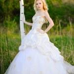 Portrait of a beautiful bride in a lush garden — Stock Photo