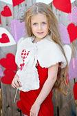 Retrato de menina com decoração estilo do dia dos namorados — Foto Stock