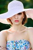 Portrait of a beautiful girl glamorous — Stockfoto