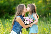Portrait of mother and daughter in nature — Stock Photo