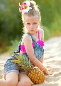 Sahilde küçük kız portresi — Stok fotoğraf