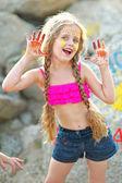 портрет маленькая девочка на пляже — Стоковое фото